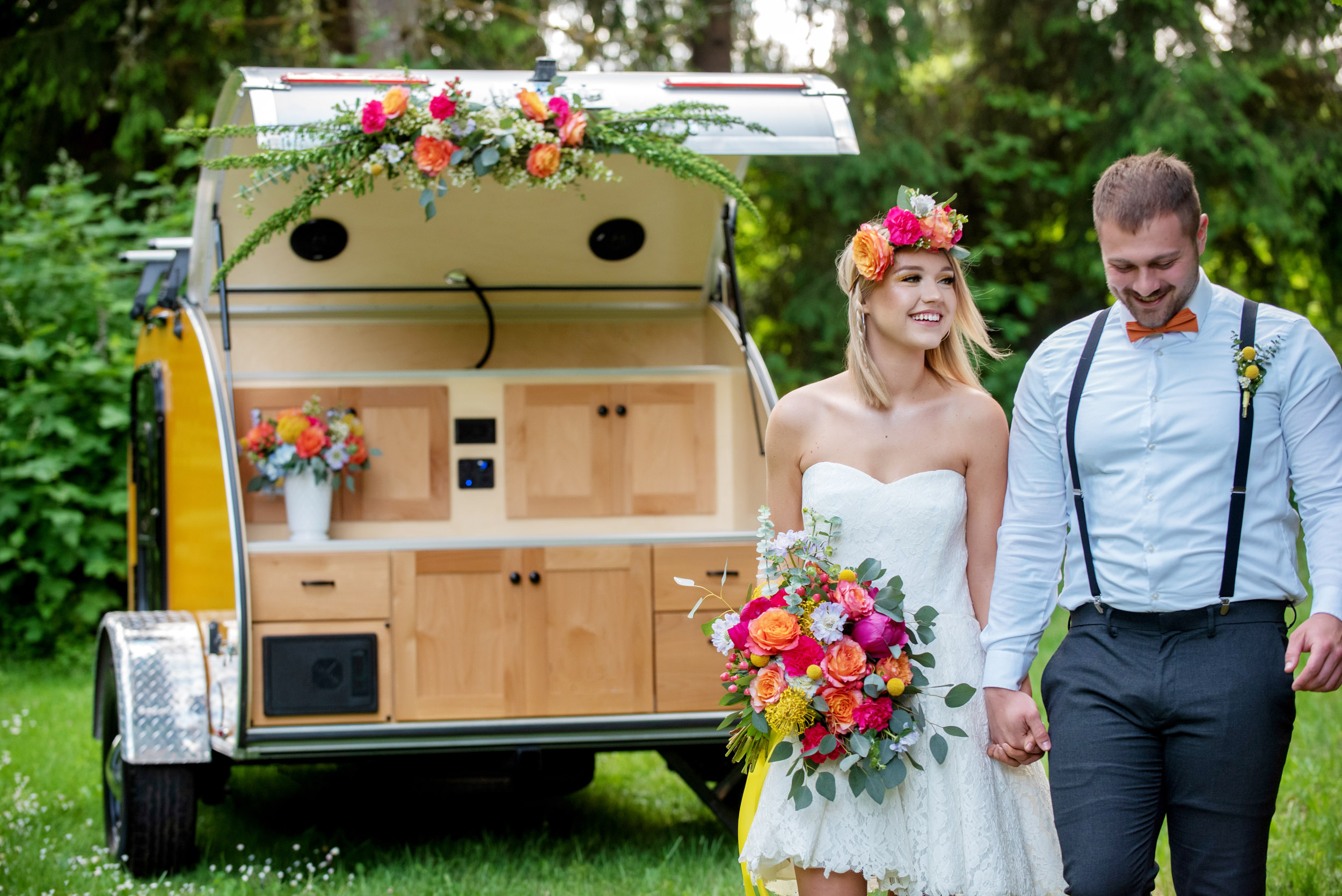 bride bouquet, bridal bouquet, bride and groom, adventure elopement, adventure wedding, camping wedding, Oregon outdoor wedding, elopement wedding, Pacific Northwest wedding, wedding photography