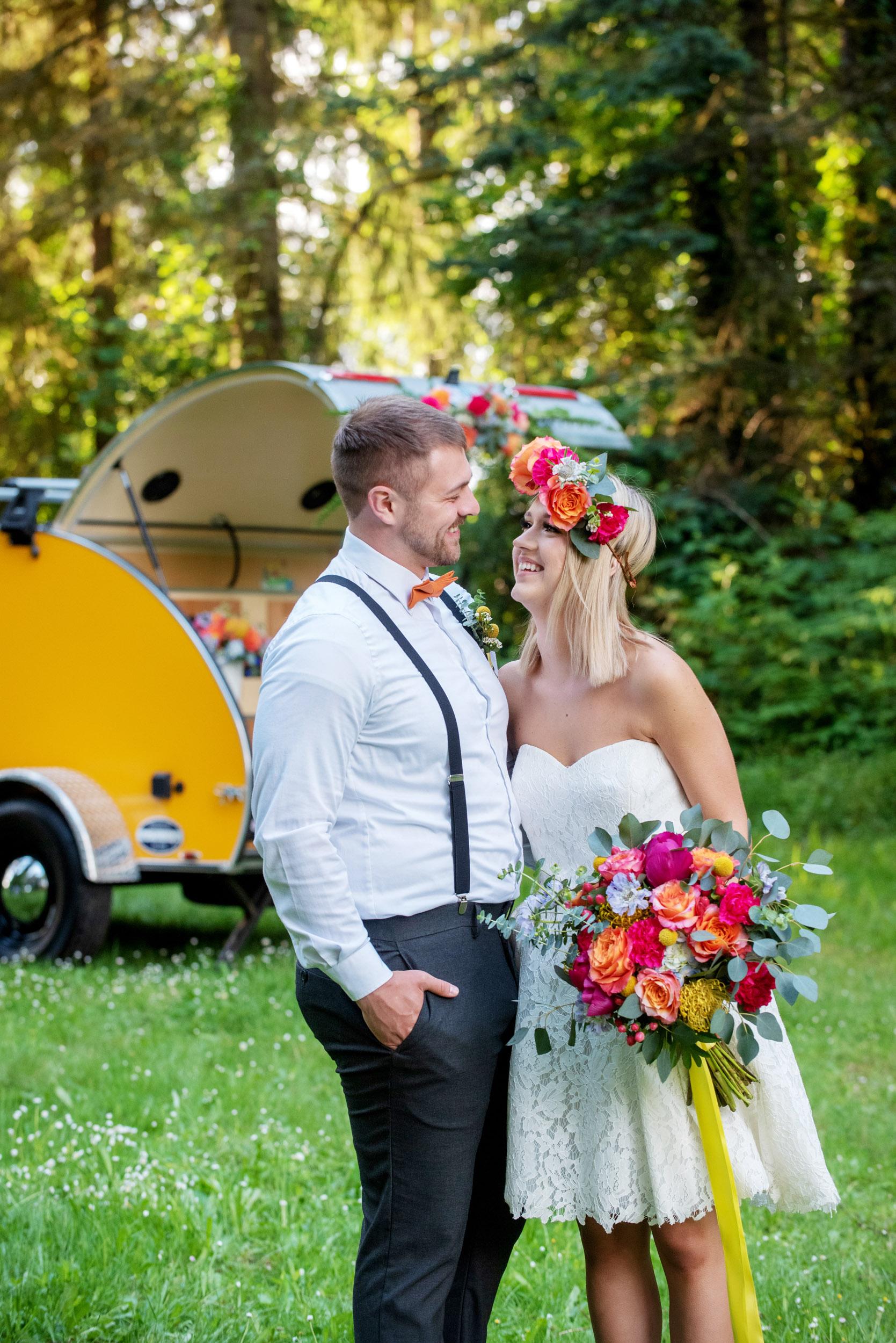 bride and groom, bride bouquet, bridal bouquet, elopement package, oregon elopement wedding, oregon outdoor wedding, oregon outdoor elopement, groom boutonniere, all-inclusive wedding package,