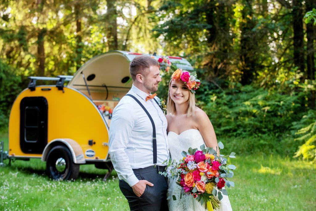 Portland Wedding florist, oregon wedding florist, portland wedding flowers, bride and groom, elopement flowers, portland elopement, colorful wedding flowers