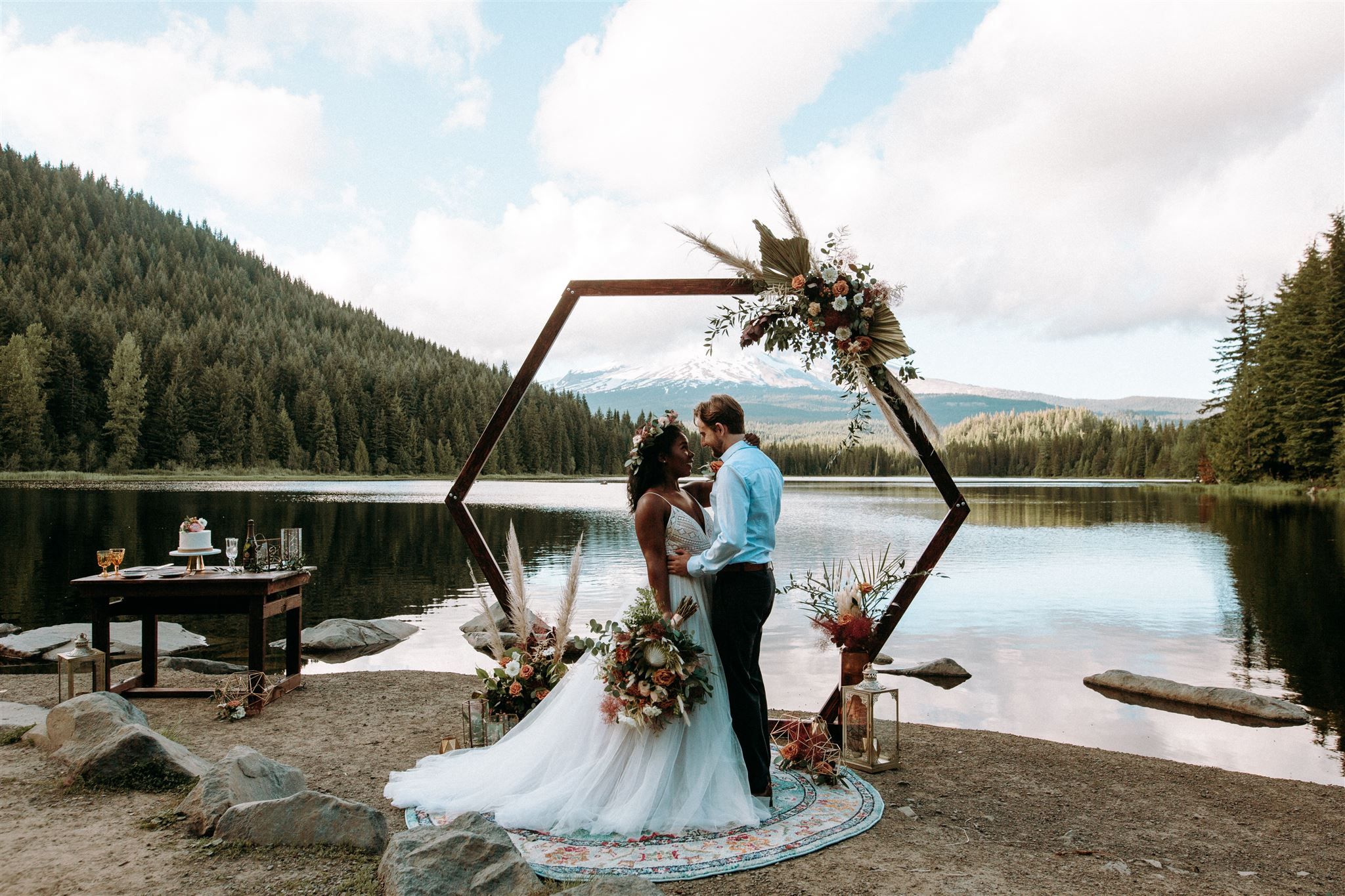 A Boho Elopement Styled Shoot at Trillium Lake on Mount Hood in Oregon