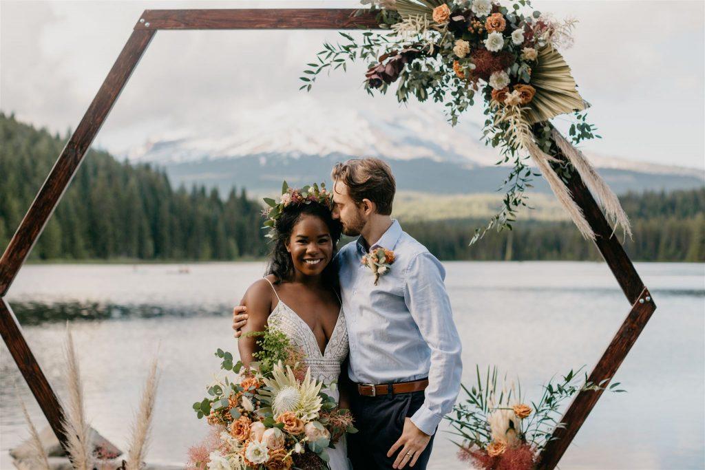 boho styled shoot, boho styled wedding, beige flowers, mauve flowers, champage flowers, pampas grass, palm fans, hexagon arbor,
