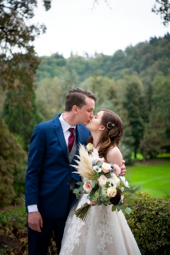 bride and groom, bridal bouquet, boho bouquet, pampas grass bouquet, anemone flowers, wedding day, wedding photo
