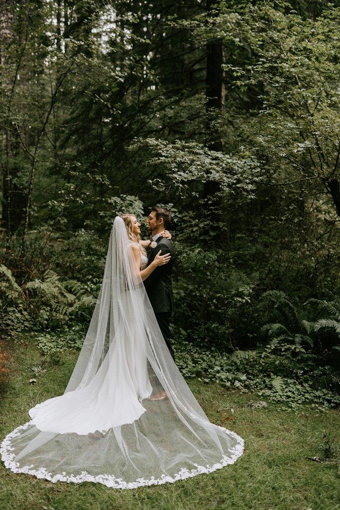 mountain cabin wedding, bride and groom, mount hood forest wedding, forest wedding, mountain wedding, oregon wedding, oregon wedding florist, portland wedding florist