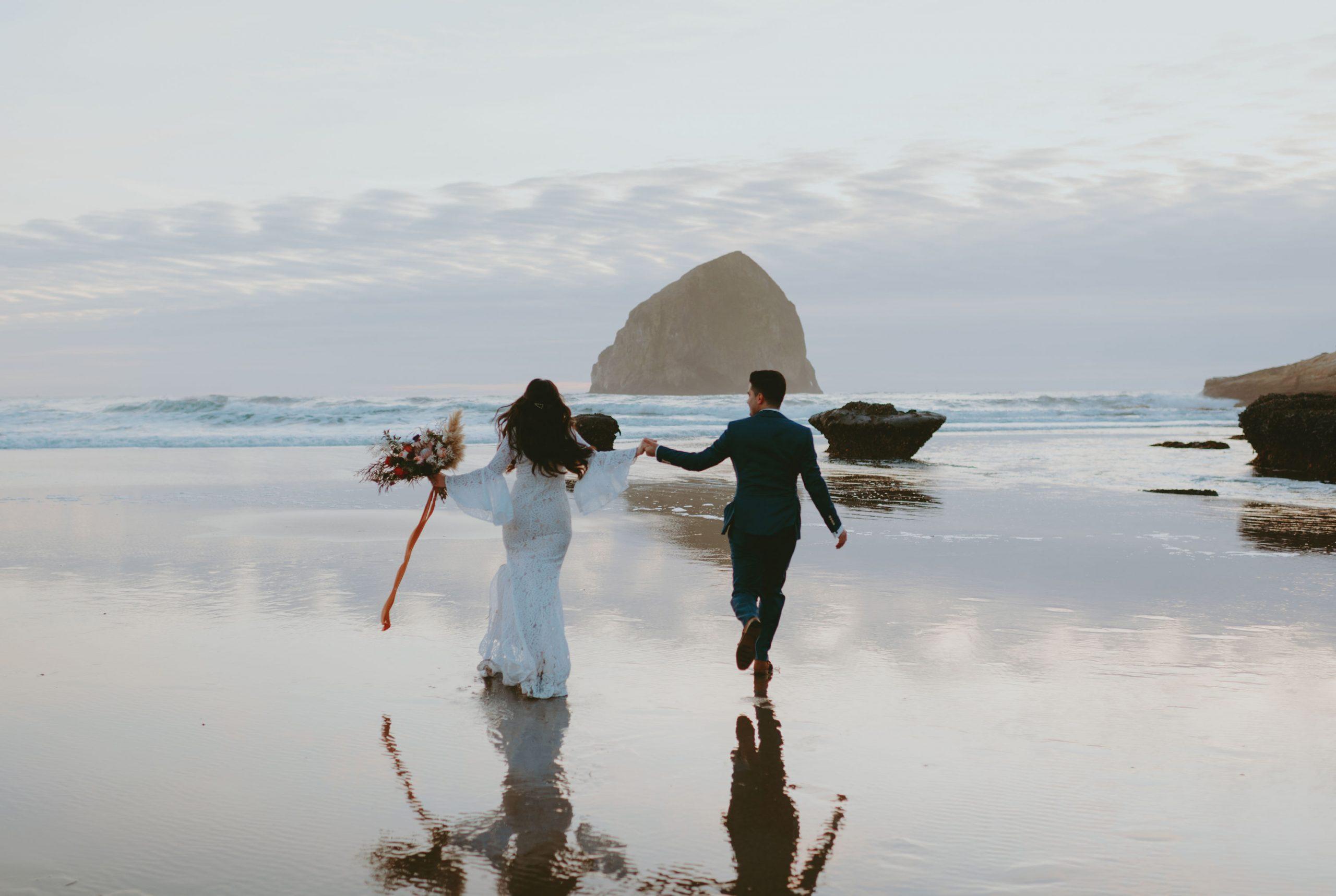 Cape Kawanda, bride and groom, boho wedding, boho wedding flowers, oregon wedding florist, portland wedding florist, portland wedding flowers