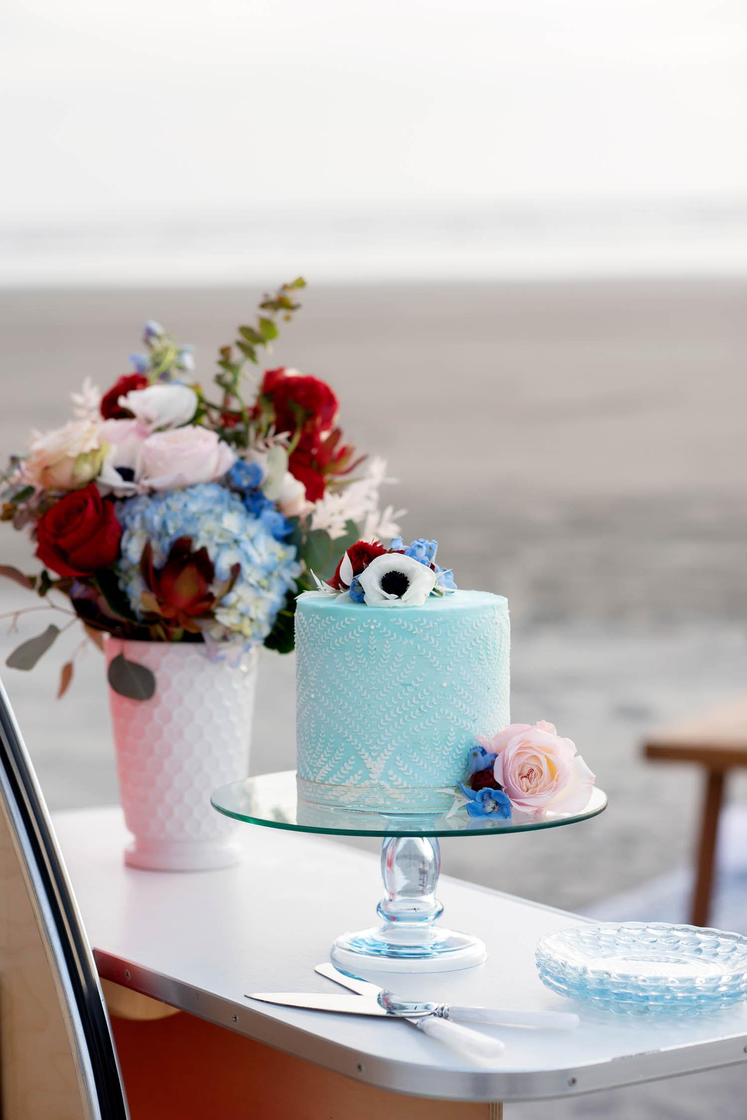 oregon wedding cake, wedding cake, wedding flowers, bridal bouquet, oregon wedding flowers, oregon wedding florist, portland wedding florist, portland wedding flowers,