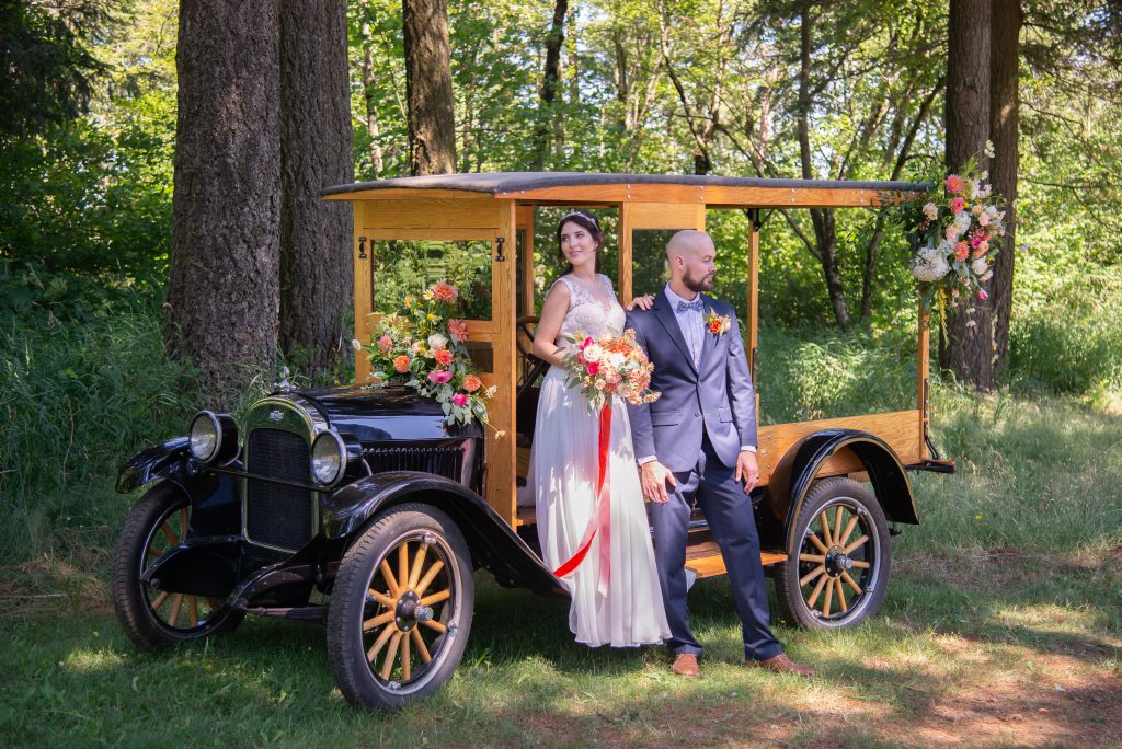 summer wedding, outdoor wedding, oregon wedding, bridal bouquet, bride and groom, portland wedding florist, portland wedding flowers, oregon wedding florist, oregon wedding flowers